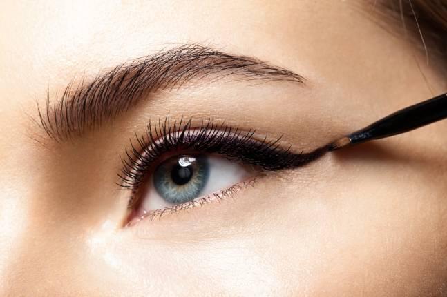 Delineado de ojos para maquillaje